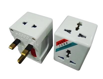 配合此款轉插使用,還可以留出空餘的插位給其他電器